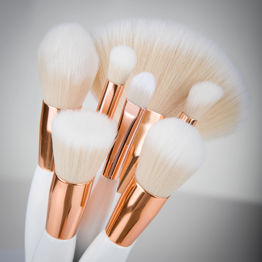 <b><i> Foundation brush</b></i>